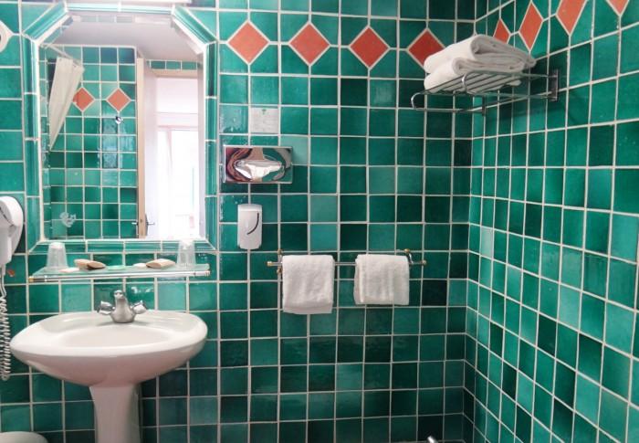 le-mas-des-ecureuils-salle de bain n2