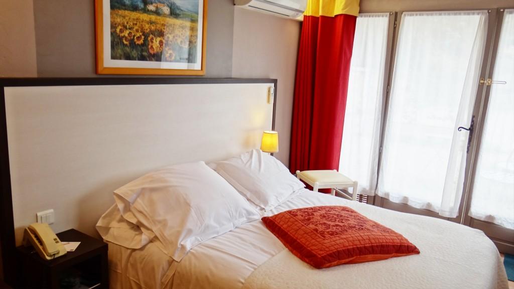 nos chambres d 39 h tel cat gorie standard. Black Bedroom Furniture Sets. Home Design Ideas
