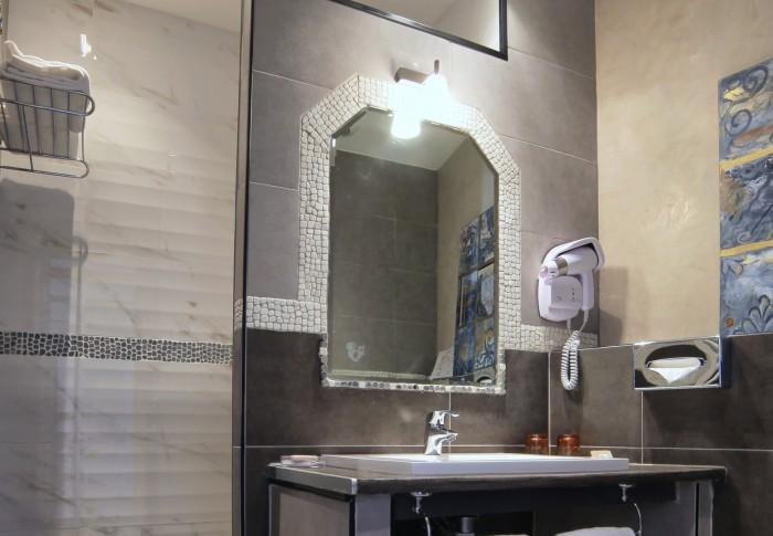 le-mas-des-ecureuils-salle de bain-chambre superieure-n21