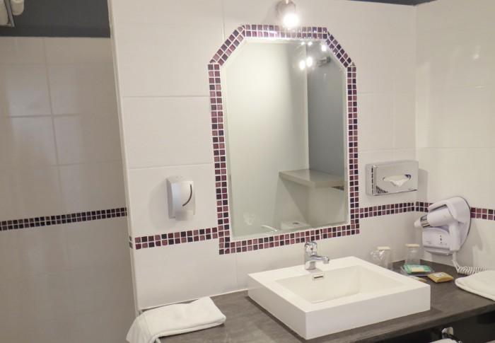 le-mas-des-ecureuils-salle de bain-chambre superieure-n24