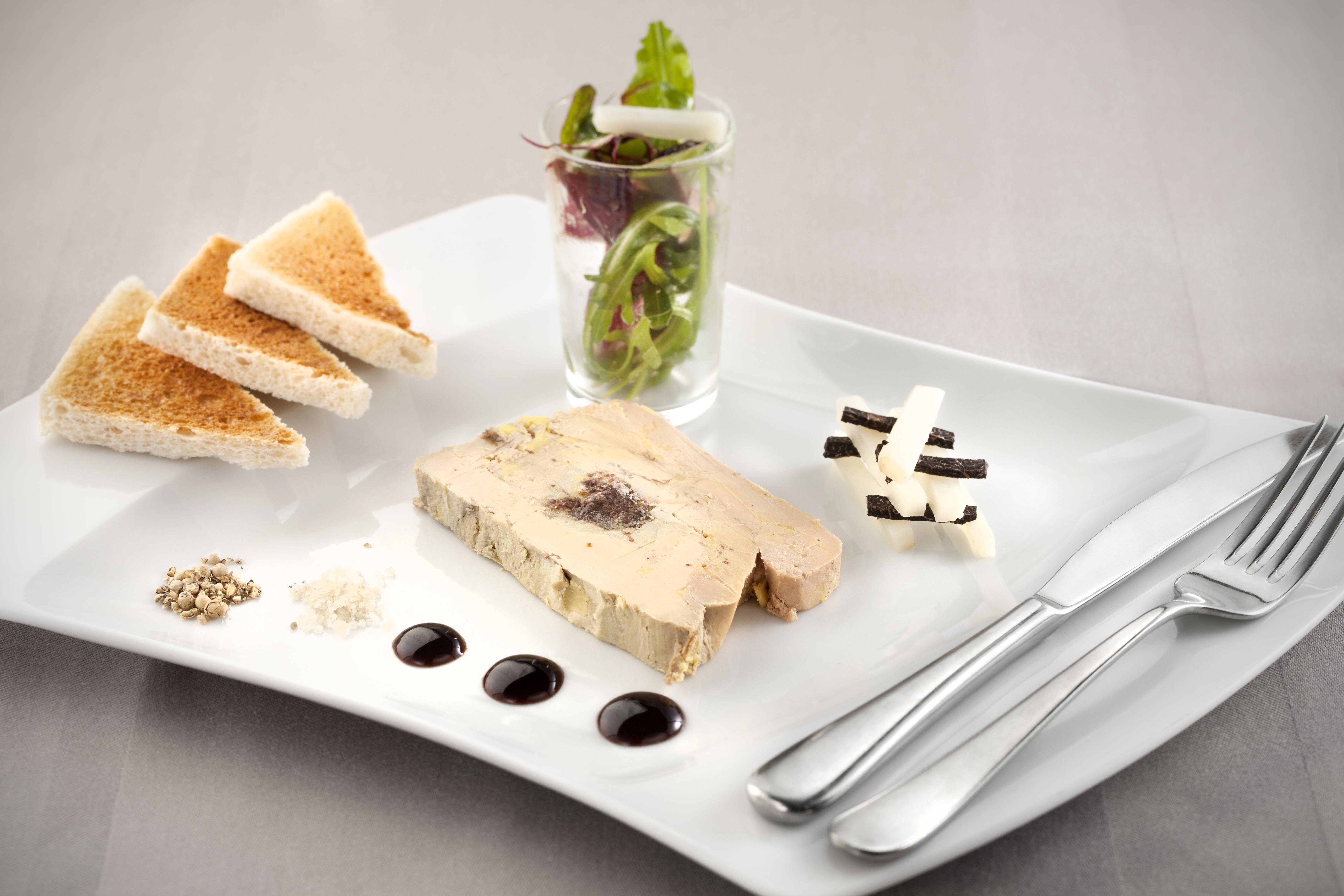 terrine de foie gras et mikado de topinanbour et truffes