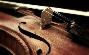 Zoom détail violon art lyrique