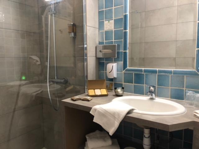 sdb 8 détail rénovation douche et lavabo