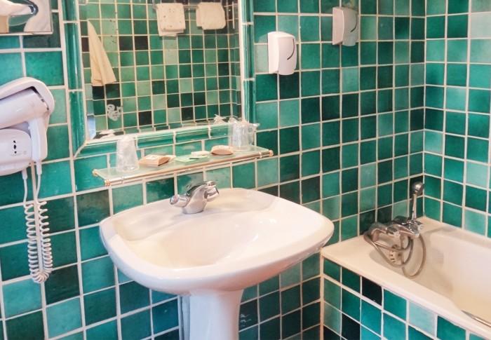 le-mas-des-ecureuils-salle de bain-chambre superieure-n15