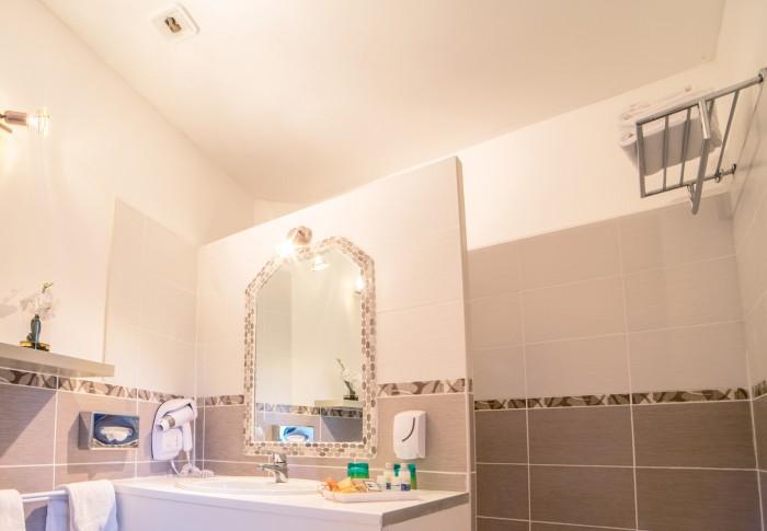 le-mas-des-ecureuils-salle de bain-chambre superieure-n23