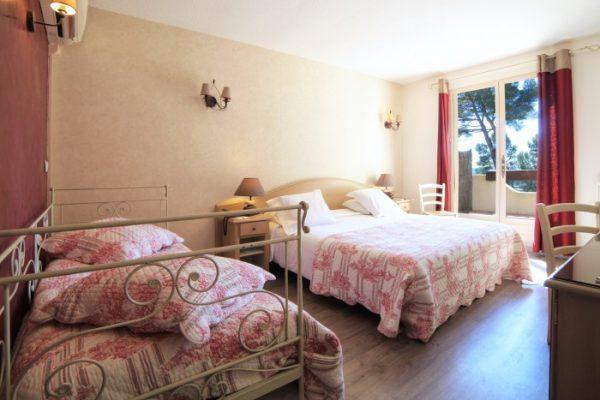Le-Mas-des-Ecureuils-chambre-superieure-n22-700x485