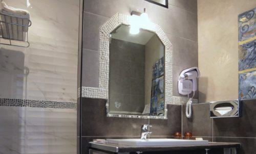 le-mas-des-ecureuils-salle-de-bain-chambre-superieure-n21-700x485
