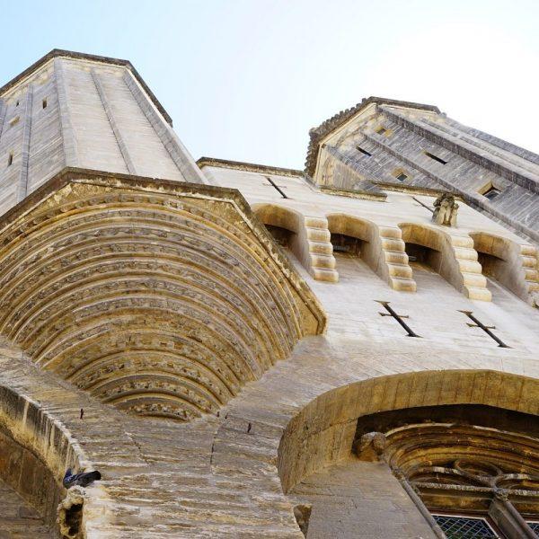 palais-des-papes-1595529_1920